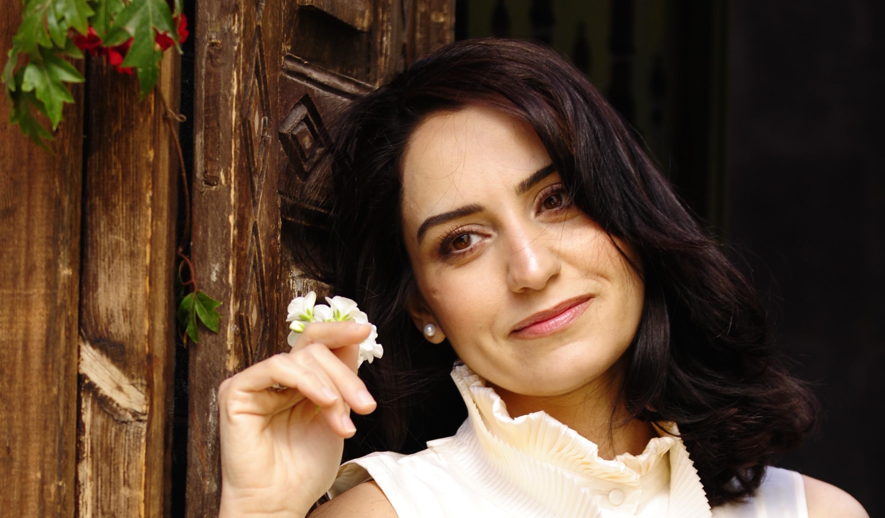 Talar Derkmanjian, soprano